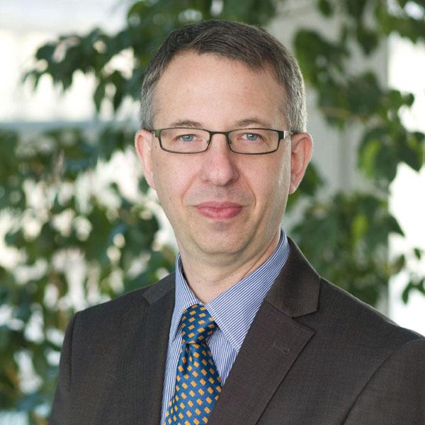 Leitender Oberarzt der Universitätsklinik für Dermatologie und Venerologie der Martin-Luther-Universität Halle-Wittenberg
