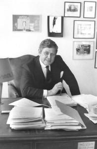 Abb. 1: Dr. Eduard Grosse am Schreibtisch (1978).