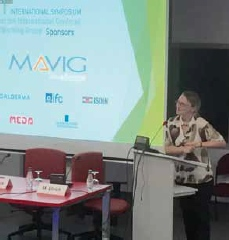 Abb. 4: Martina Ulrich aus Berlin beim Vortrag über die bildgebende Diagnostik mittels KLSM beim nicht-melanozytären Hautkrebs.